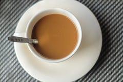 Un caffè sulla tavola Immagini Stock