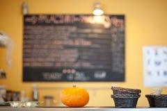 In un caffè/tearoom Immagine Stock