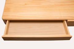 Un cajón de madera vacío aislado en el fondo blanco Foto de archivo