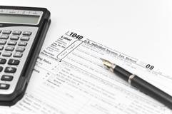 Un calcolatore e una penna per la contabilità Fotografia Stock Libera da Diritti