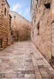 Un callejón en la ciudad vieja en Jerusalén. Foto de archivo libre de regalías