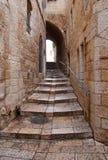 Un callejón en la ciudad vieja en Jerusalén. Imágenes de archivo libres de regalías