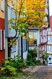 Un callejón escarpado de Burgenstadt romántico Schlitz Vogelsbergkreis, Alemania fotografía de archivo