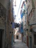 Un callejón estrecho en Rovini Fotografía de archivo