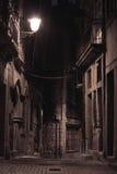 Un callejón por noche fotografía de archivo libre de regalías