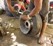Un cambio de neumáticos en el Caribe Foto de archivo libre de regalías