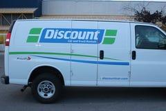 Un camión de alquiler del descuento, líder en la industria móvil de alquiler del camión imagenes de archivo