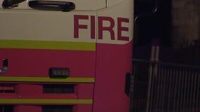 Un camión del rescate del fuego almacen de video
