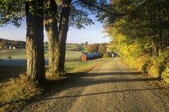 Un camino de tierra que lleva a Jenne Farm en Vermont Imágenes de archivo libres de regalías