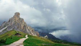 Un camino a la colina Fotos de archivo