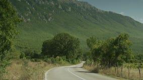 Un camino a la montaña