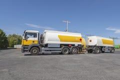 Un camion cisterna fotografia stock