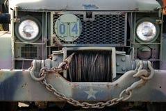 Un camion d'armée usé et superficiel par les agents Photographie stock libre de droits