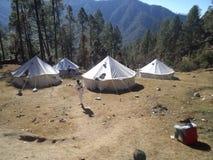 Un camp de base pendant le cours d'aventure à l'alpinisme de nims photographie stock
