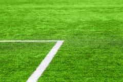 Un campo de fútbol con las marcas blancas fotografía de archivo libre de regalías