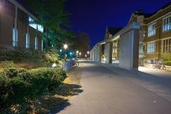 Un campus la nuit Images libres de droits