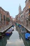 Un canal de Venecia - Italia Fotografía de archivo