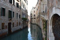 Un canal en Venecia Fotos de archivo libres de regalías