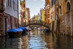 Un canal en Venecia hermosa, Italia Imágenes de archivo libres de regalías
