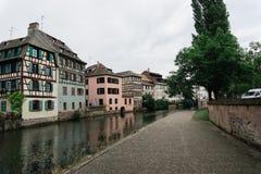 Un canale a Strasburgo, Francia fotografie stock