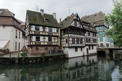 Un canale a Strasburgo, Francia fotografia stock