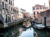 Un canale a Venezia immagini stock libere da diritti