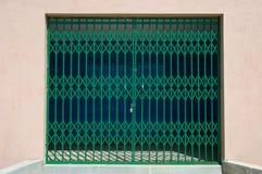 Un cancello locked del metallo fotografie stock