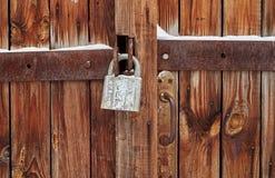 Un candado en la puerta Imagen de archivo