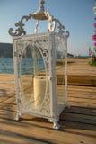 un candeliere bianco che prepara per le nozze fotografia stock