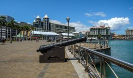 Un cannone antico a Port Louis fotografia stock