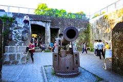 Un canon antique de fer au secteur intra-muros colonial espagnol à Manille, Philippines Photographie stock libre de droits