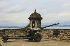 Un canon d'horloge de ` d'o au château d'Edimbourg, Ecosse photo libre de droits