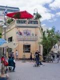 Un cantante de la calle en la plaza del mercado en la vieja parte de la ciudad de Tel Aviv en Israel fotografía de archivo libre de regalías