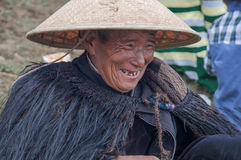 Un capo tribù anziano felice Immagine Stock