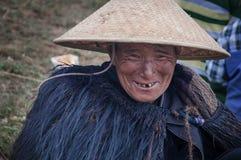 Un capo tribù anziano sorridente Fotografia Stock Libera da Diritti