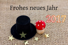 Un cappello del cilindro, un fungo della mosca e le stelle si trovano su tessuto Fotografia Stock