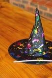 Un cappello variopinto delle streghe Immagine Stock