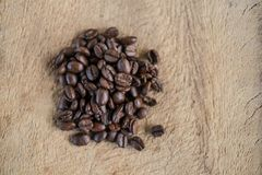 Un capuchino con los granos de café frescos Imágenes de archivo libres de regalías