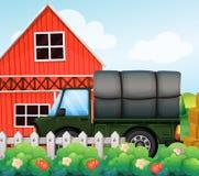 Un cargo verde dentro de la cerca libre illustration