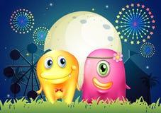 Un carnaval avec deux couples de monstre Image libre de droits