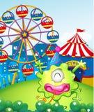 Un carnaval en la cumbre en la parte posterior del monstruo verde Imagen de archivo