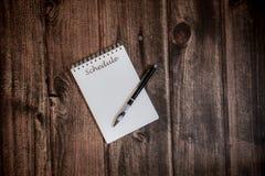 Un carnet avec un horaire d'inscription et un endroit poussiéreux pour le texte photos stock