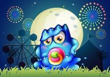 Un carnevale con un mostro del blu di bambino con una tettarella Fotografie Stock Libere da Diritti
