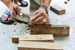 Un carpentiere sul lavoro. Fotografia Stock