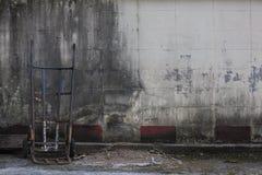 Un carrello arrugginito del sacco fotografie stock