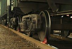 Un carrello ferroviario del primo piano del vagonetto del trasporto, con il ceppo del freno Fotografia Stock Libera da Diritti