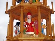 Un carrousel en bois au marché de Noël Photographie stock libre de droits