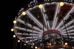 Un carrousel est installé dans un carré (les Frances) Photos stock