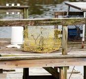 Un casier sur un dock dans un sel-marais de manière opérationnelle photo stock
