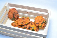 Un casse-croûte cuit à la friteuse par Indien du sud populaire photo libre de droits